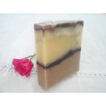 Handmade Soap Rosa with hemp oil, soy milk and Pink Geranium Essential Oil - Savonnerie Aubergine